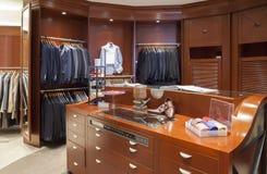 Tienda de ropa del hombre Foto de archivo libre de regalías