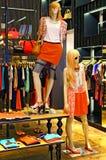Tienda de ropa del verano de las señoras Imágenes de archivo libres de regalías