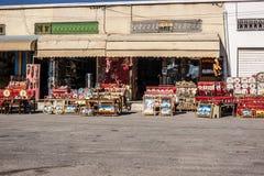 Tienda de ropa en Medina Foto de archivo libre de regalías