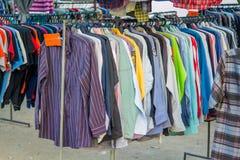 Tienda de ropa en segundo lugar dada Imagen de archivo libre de regalías