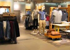 Tienda de ropa para hombre Imágenes de archivo libres de regalías