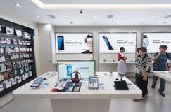 Tienda de Samsung en la alameda de compras de Suria KLCC, Kuala Lumpur Fotos de archivo libres de regalías