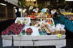 Tienda de souvenirs en el mercado famoso de Havels en la primera semana del advenimiento adentro Fotos de archivo