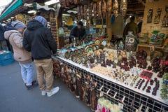 Tienda de souvenirs en el mercado famoso de Havels en la primera semana del advenimiento adentro Fotografía de archivo