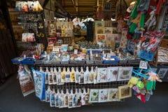 Tienda de souvenirs en el mercado famoso de Havels en la primera semana del advenimiento en la Navidad Imagen de archivo