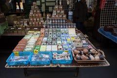 Tienda de souvenirs en el mercado famoso de Havels en la primera semana del advenimiento en la Navidad Foto de archivo libre de regalías