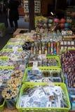 Tienda de souvenirs en el mercado famoso de Havels en la primera semana del advenimiento en la Navidad Imagenes de archivo