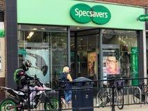 Tienda de Specsavers imágenes de archivo libres de regalías