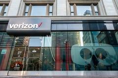 Tienda de Verizon en Boston imagen de archivo libre de regalías