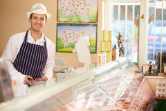 Tienda de At Work In del carnicero Foto de archivo libre de regalías