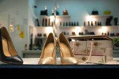 Tienda de zapatos de la mujer fotografía de archivo libre de regalías