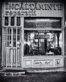 Tienda de zapatos vieja Fotos de archivo libres de regalías