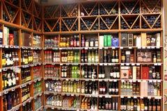 Tienda del alcohol fotos de archivo