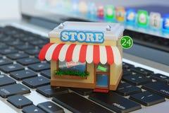Tienda del App, mercado de Internet, compras caseras en línea y concepto del comercio electrónico Foto de archivo libre de regalías