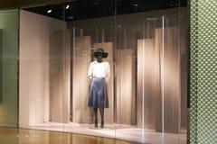 tienda del boutique de la ventana de la tienda de la moda fotos de archivo