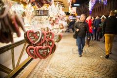 Tienda del caramelo en mercado de la Navidad Foto de archivo