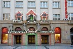 Tienda del juguete de Hamleys en el tiempo de Advent Christmas en la calle de Praga Imagen de archivo libre de regalías