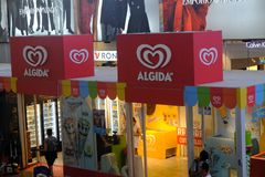 Tienda del placer de la botella doble de Algida en Roma Fotos de archivo libres de regalías