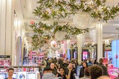 Tienda del ` s Herald Square de Macy adornada para la Navidad Foto de archivo libre de regalías