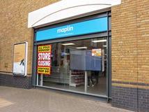 Tienda electrónica de Maplin en la venta cerrada de Staines abajo Imagen de archivo