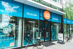 Tienda electr?nica del consumidor de Coolblue XXL, Zuidas Amsterdam, Bakfiets imágenes de archivo libres de regalías