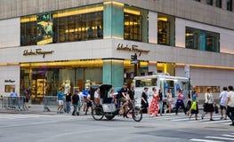 Tienda en Fifth Avenue New York City imagen de archivo