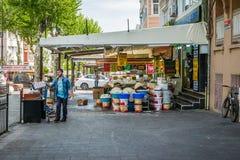 Tienda en Zeyrek en Estambul, Turquía Fotos de archivo libres de regalías