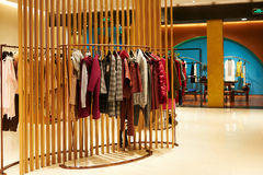 Tienda femenina de la moda interior Imagen de archivo