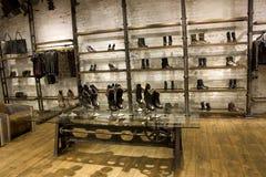 Tienda fresca de la moda Fotografía de archivo libre de regalías