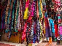 Tienda Front Displaying Many Scarves del Nepali imagen de archivo