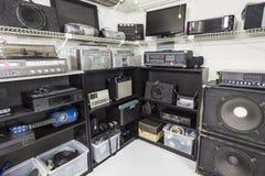 Tienda interior de la música y de la electrónica Imagen de archivo libre de regalías