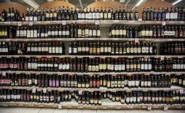 Tienda italiana del vino Fotografía de archivo libre de regalías