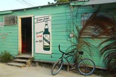 Tienda local en el calafate de Caye, Belice imagen de archivo