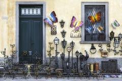 Tienda para los objetos del arte en hierro labrado Imagen del color Imágenes de archivo libres de regalías