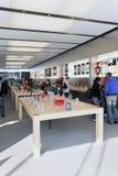 Tienda principal interior de Apple, Pekín, China Fotos de archivo libres de regalías