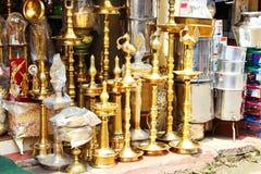 Tienda que vende soportes dorados La India del sur Imagen de archivo libre de regalías