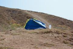 Tienda sola en las montañas Foto de archivo libre de regalías