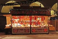 Tienda típica en el Año Nuevo justo cerca del paño Pasillo en Kraków, Polonia Imagenes de archivo