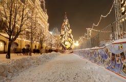 Tienda universal de la tubería de la iluminación de la Navidad (días de fiesta del Año Nuevo) (GOMA), Plaza Roja en Moscú, Rusia Fotografía de archivo libre de regalías