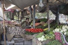 Tienda vegetal en Lahore Paquistán imagenes de archivo