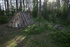 Tienda y chimenea de la Edad de Piedra en Naesaaker en Suecia Imagenes de archivo