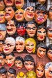 Tiendamarkt polital verkopen en pretmaskers voor aanstaande Stock Foto