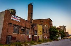 Tiendas abandonadas en la alameda vieja de la ciudad, en Baltimore, Maryland Foto de archivo libre de regalías
