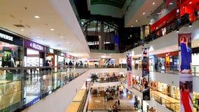 Tiendas calificadas en alamedas de compras en Bombay fotos de archivo libres de regalías