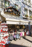 Tiendas con los recuerdos en Colmar, Alsacia, Francia Fotografía de archivo