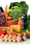 Tiendas de comestibles incluyendo vehículos y frutas Fotografía de archivo libre de regalías