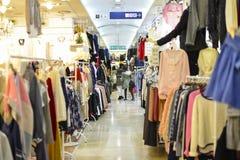 Tiendas de la moda de Dongdaemun foto de archivo libre de regalías