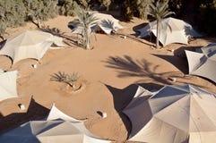 Tiendas de las tribus beduinas nómadas Imágenes de archivo libres de regalías