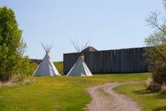 Tiendas de los indios norteamericanos indias fuera de la fortaleza Foto de archivo libre de regalías