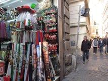 Tiendas de recuerdos en el centro histórico de Roma foto de archivo libre de regalías